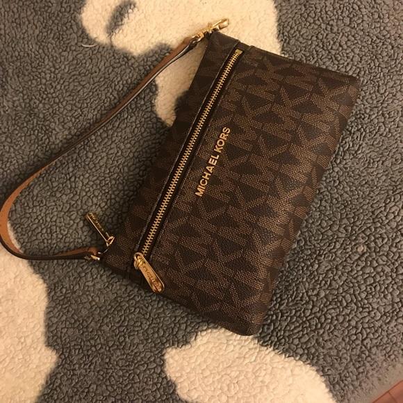 Handbags - michael kors wristlet/purse